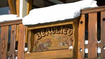 Enseigne de l'Hôtel Beaulieu.