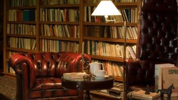 Bibliothèque de l'Hôtel Carlina.