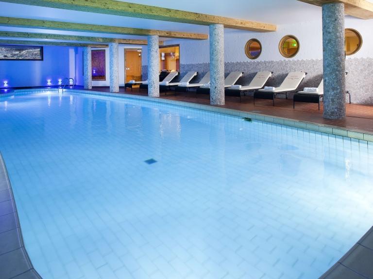 H tel de charme carlina beaulieu la clusaz haute savoie for Hotel hautes alpes avec piscine